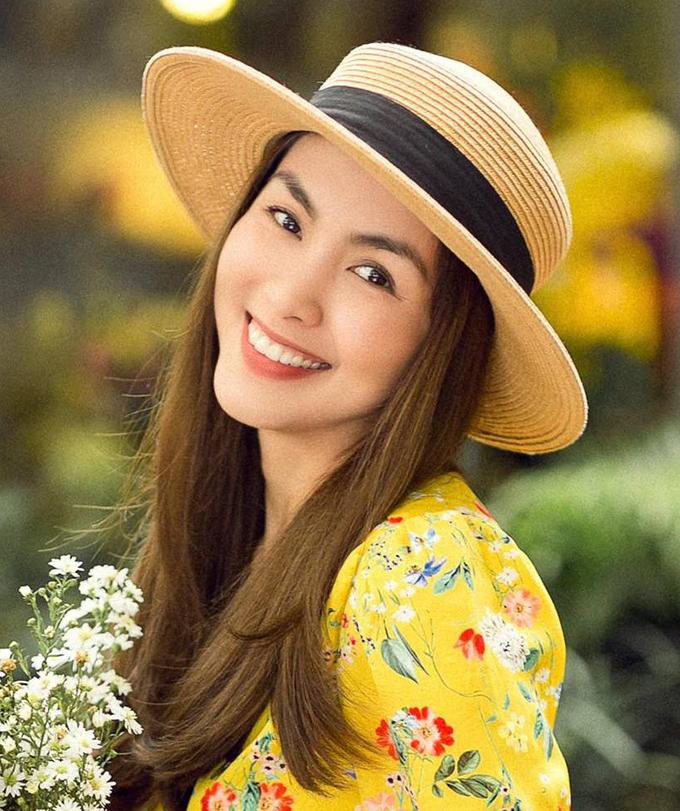 """<p> Từ khi nổi tiếng đến nay, Hà Tăng luôn được xem như một """"biểu tượng nhan sắc"""" nhờ hàng lông mày sắc nét, uốn cong tự nhiên quanh đôi mắt và hất nhẹ ở phần đuôi, giúp gương mặt của cô trông rất thanh tao, kiêu kỳ.</p>"""