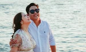 Thanh Thúy - Đức Thịnh đưa hai con trai đi biển