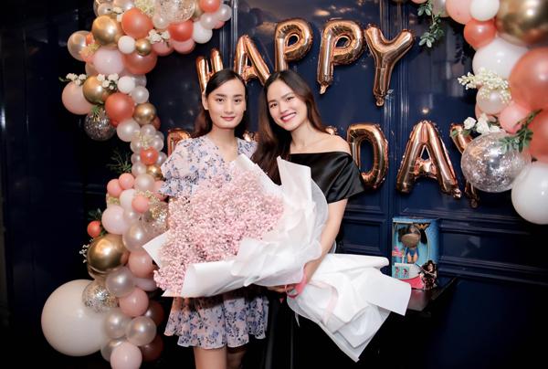 Lê Thúy tổ chức sinh nhật hoành tráng cho cô bạn thân Tuyết Lan.