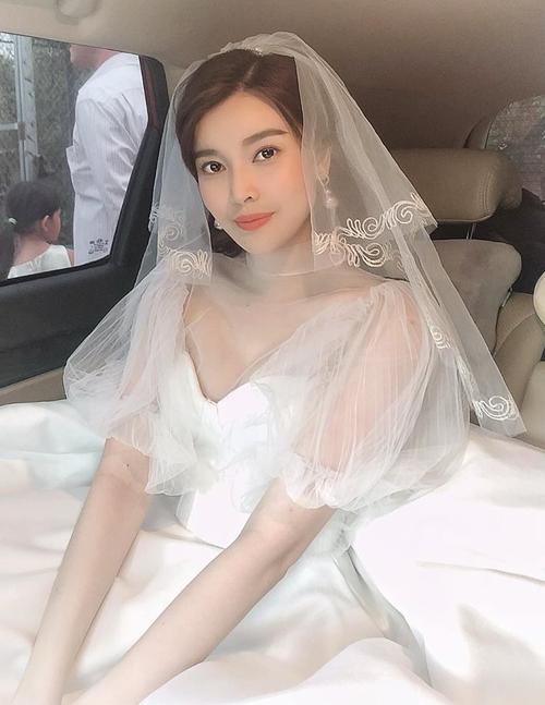 Cao Thái Hà duyên dáng khi mặc váy cô dâu.