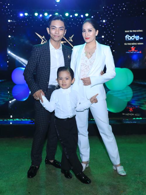 Gia đình nhà Khánh Thi - Phan Hiển.