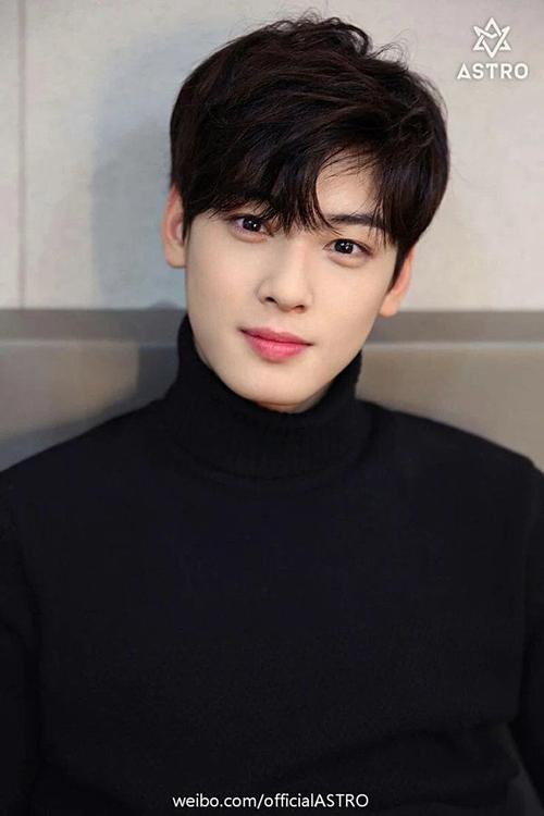 Cha Eun Woo (ASTRO)không có hoạt động âm nhạc nổi bật nhưng vẫn lọt vào top 10 nhờ nhan sắc hợp gu công chúng Hàn Quốc. Anh cũng đắt show các hợp đồng quảng cáo.