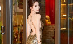 Ngọc Trinh diện đầm xẻ đùi cao tít tắp khoe chân dài