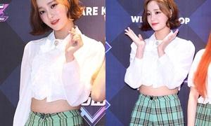 Yeon Woo (Momoland) mặc quần quá chật, lộ cả vết hằn đỏ
