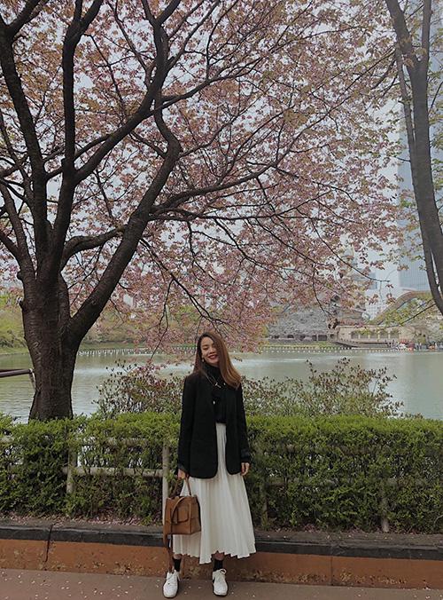 Yến Trang thích thú với thời tiết mát mẻ khi đi du lịch