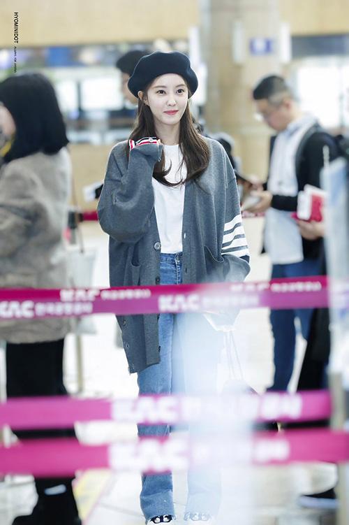 Yoon Ah - Tae Yeon đọ nhan sắc không tuổi ở sân bay - 5