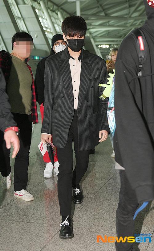 Yoon Ah - Tae Yeon đọ nhan sắc không tuổi ở sân bay - 8
