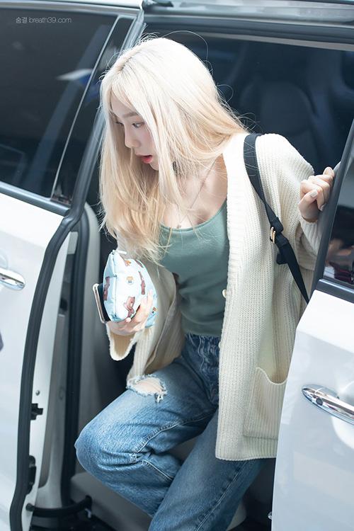 Yoon Ah - Tae Yeon đọ nhan sắc không tuổi ở sân bay
