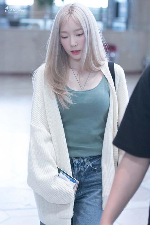 Yoon Ah - Tae Yeon đọ nhan sắc không tuổi ở sân bay - 1