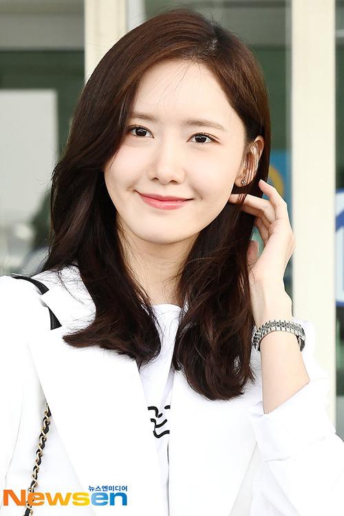 Yoon Ah - Tae Yeon đọ nhan sắc không tuổi ở sân bay - 2