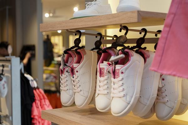Sản phẩm cho bé gái có giá từ 199.000 đồng.