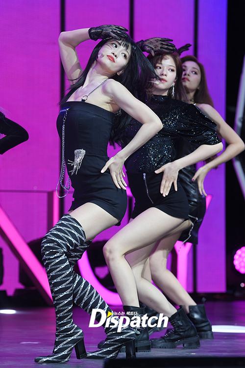Vũ đạo của Fancy có nhiều đoạn khoe đường cong. Đây là dịp để Momo thể hiện khi cô nàng là vũ công xuất sắc nhất tỏng nhóm