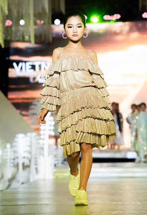 Chia sẻ tại Lễ công bố Tuần lễ thời trang trẻ em Quốc tế Việt Nam 2019, nhà thiết kế Lê Trần Đắc Ngọc, đại diện Ban tổ chức, cho biết năm nay tuần lễ có 30-40 thương hiệu thời trang trong và ngoài nước tham gia.