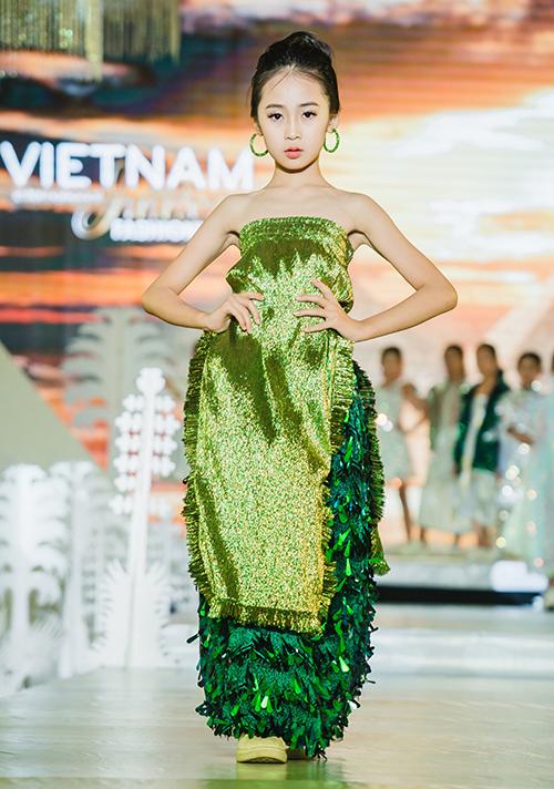 Với chủ đề Cảm hứng thời trang nhân loại, Tuần lễ thời trang trẻ em Quốc tế Việt Nam 2019 sẽ là hành trình đưa những tín đồ thời trang chiêm ngưỡng vẻ đẹp tinh tuý của từng quốc gia trên thế giới.