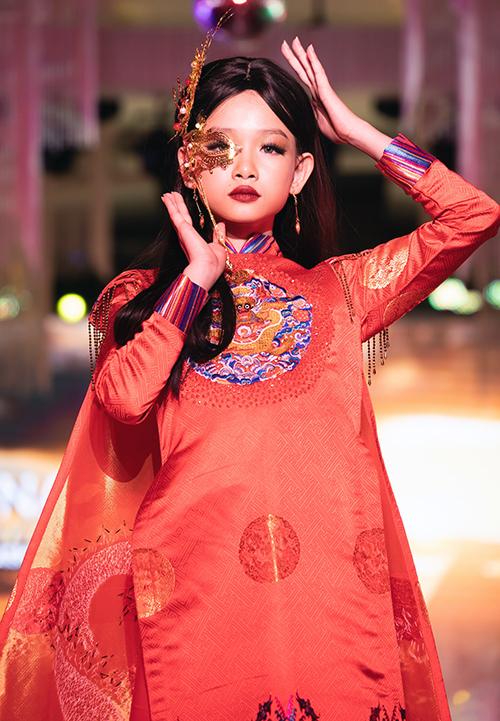Những cô mẫu tí hon với lối trang điểm ấn tượng, những cách trình diễn bài bản và độc đáo để lại ấn tượng cho người xem.