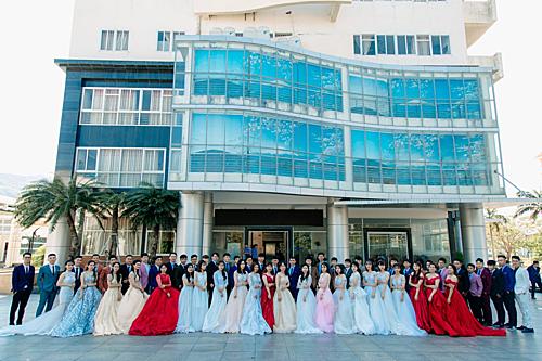Bộ ảnh kỷ yếu cứ ngỡ đám cưới tập thể của sinh viên ĐH Quy Nhơn