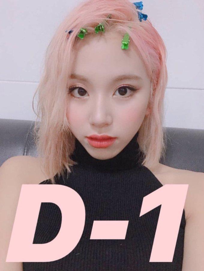 <p> Chae Young nhuộm màu tóc hồng cho chiến dịch quảng bá trong tháng 4. Em út của Twice thường xuyên thử nghiệm những màu tóc nổi.</p>