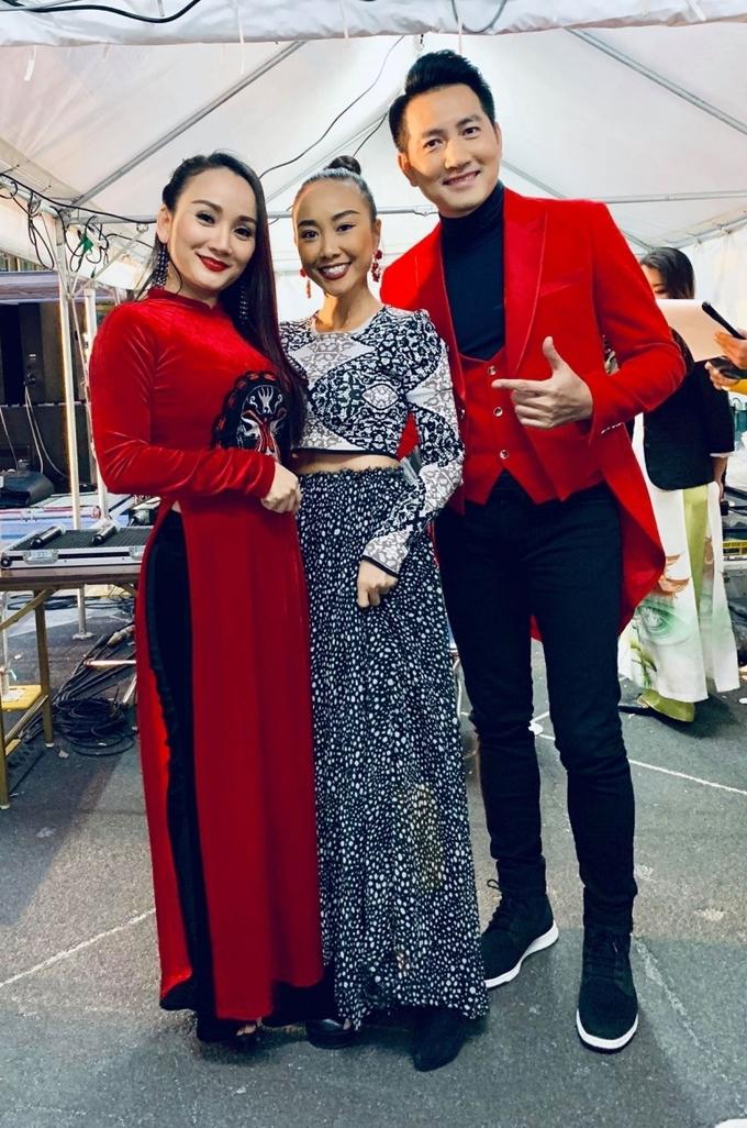 <p> Đoàn nghệ sĩ Việt tham gia festival lần này, ngoài Đoan Trang còn có Nguyễn Phi Hùng và Hoài Phương.</p>