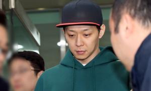 Park Yoo Chun dương tính với ma túy, cảnh sát xin lệnh bắt giữ