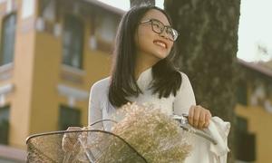 Phương Mỹ Chi hát về mùa chia tay thời áo trắng