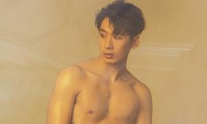 'Người tình phim ảnh của Hari Won' khoe body đốt mắt ngày hè