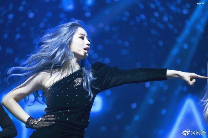 """<p> Da Hyun có bức ảnh ''thần thánh'', mái tóc và cách tạo dáng khiến cô nàng giống như ''Nữ hoàng của biển cả"""".</p>"""