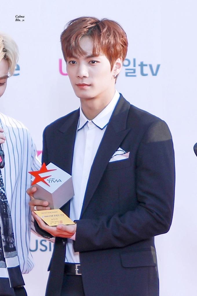 <p> Trưởng nhóm NU'EST có hình ảnh ấm áp, nam tính như bạn trai nhà bên. Mức độ nổi tiếng của JR tăng cao sau khi tham gia Produce 101 mùa 2.</p>