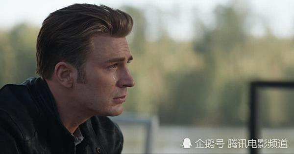 Nhân vật Captain America do Chris Evans thủ vai.
