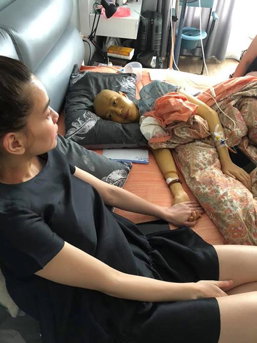 Hà Hồ ôn lại lần cuối sang thăm cô bạn Như Hương trước khi người mẫu này qua đời vì ung thư.