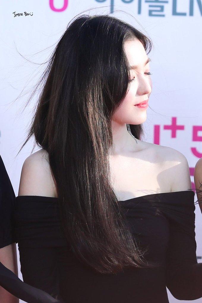 """<p> """"Chị đẹp'' Irene khó lòng vắng mặt trong top những idol ghi điểm nhờ visual ở lễ trao giải. Trưởng nhóm Red Velvet có khoảnh khắc """"gió vờn tóc mây"""" lãng mạn trong nắng.</p>"""