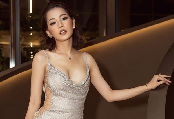 Những hình ảnh này đối lập hoàn toàn với vóc dáng căng tràn sức sống của Chi Pu khi đi tiệc. Thời gian gần đây, người đẹp liên tục được khen vì vòng một nảy nở khi diện những kiểu váy cúp ngực hay xẻ cổ sâu táo bạo.