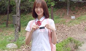 'Nữ sinh' Yoon Ah gây sốt vì mặc đồng phục quá đẹp