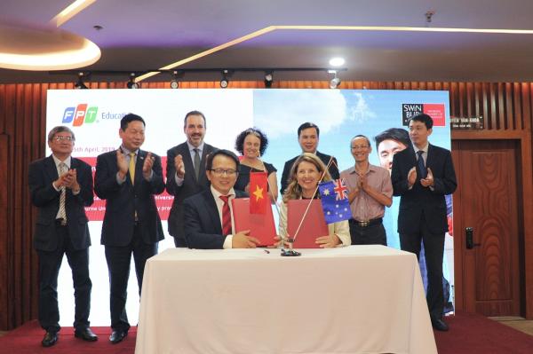 Sự kiện đánh dấu bước phát triển lớn trong quan hệ hợp tác giữa ĐH FPT và ĐH Công nghệ Swinburne (Úc) nhằm đưa nền giáo dục chất lượng của Úc đến với sinh viên Việt Nam.