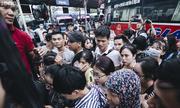 Người dân ùn ùn rời Hà Nội về quê nghỉ lễ