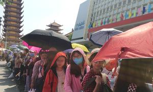 Fan rồng rắn đội nắng nóng gặp Red Velvet, Jeong Sewoon