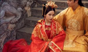 Trang phục cổ trang cầu kỳ trong MV 'Anh ơi ở lại' của Chi Pu