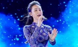 Hà Thu: 'Đi hát nhiều, tôi càng thương nghề ca sĩ'