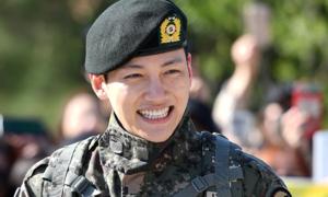 Ji Chang Wook rạng rỡ trong ngày xuất ngũ