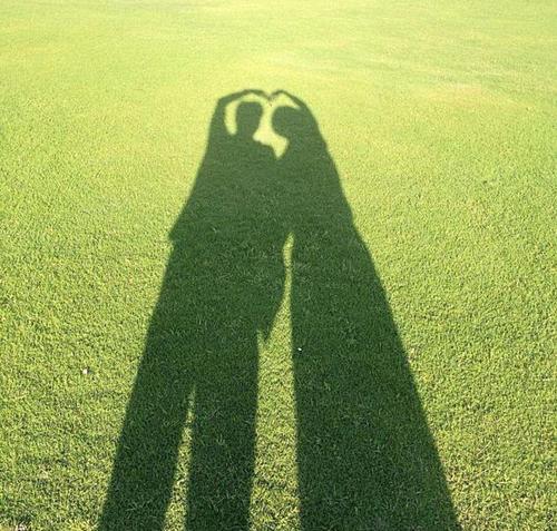 Avatar ứng dụng nhắn tin Wechat của Đậu Kiêu được cho là ảnh cái bóng của nam diễn viên và bạn gái.