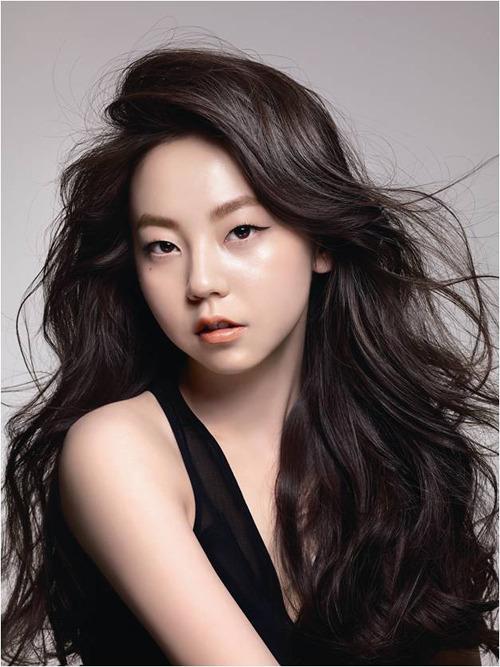 Đối với thế hệ thứ ba, So Hee là nữ ca sĩ gây ấn tượng nhất. Cô nàng sinh năm 1992, debut năm 2007 trong đội hình Wonder Girls. Thời đỉnh cao của So Hee lànhững năm 2007-2009, khi cô được công chúng ưu ái gọi là em gái quốc dân.