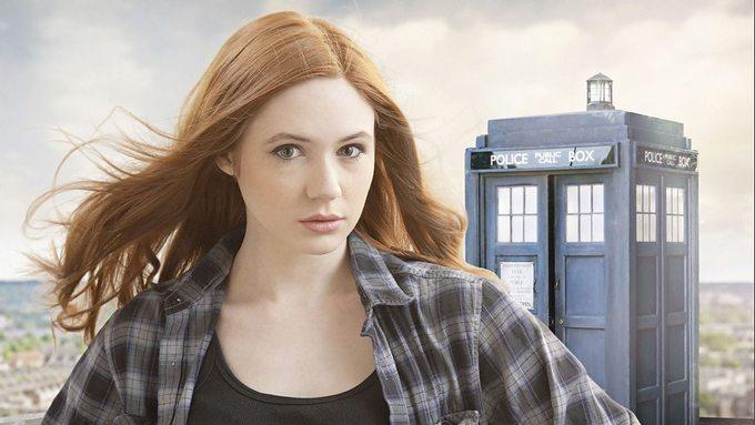 <p> Năm 22 tuổi, Gillan gặt hái thành công với vai Amy Pond trong series phim truyền hình nổi tiếng <em>Doctor Who</em> (<em>Bác Sĩ Vô Danh</em>).</p>