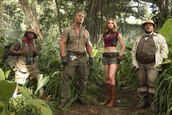 """<p> Ngoài nhân vật Nebula, Karen Gillan còn được yêu mến qua vai nữ chính Ruby Roundhouse trong phim hành động hài <em>Jumanji: Welcome to the Jungle</em> năm 2017, bên cạnh """"The Rock"""" Dwayne Johnson, Jack Black và Kevin Hart.</p>"""