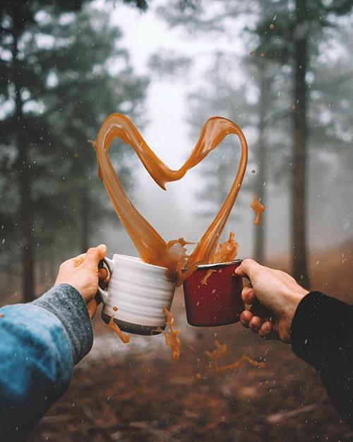 Khoảnh khắc tình yêu thăng hoa và hòa quyện lẫn nhau.