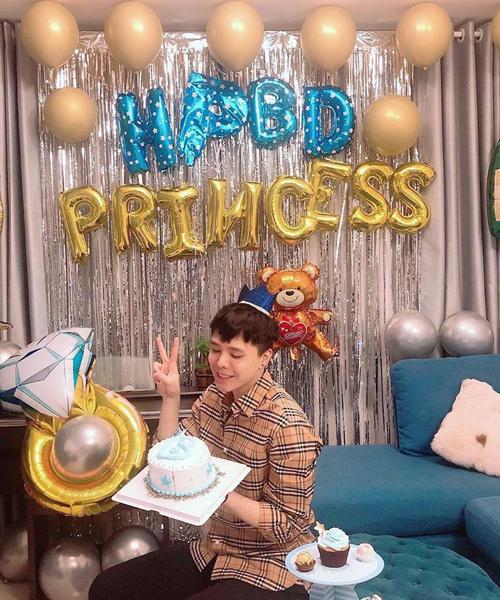 Trịnh Thăng Bình được bạn bè tổ chức sinh nhật bất ngờ. Tuy nhiên điều đáng chú ý hơn cả là nam ca sĩ bị gọi bằng biệt danh princess (công chúa).