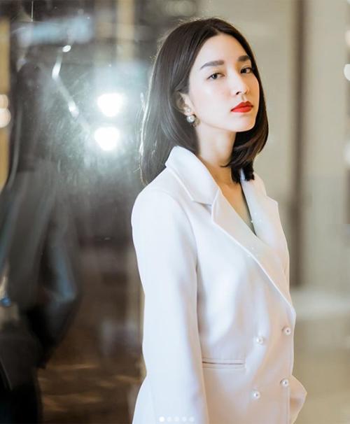 Tóc lob dài đến ngang vai là xu hướng thịnh hành nhất trong showbiz Thái hiện tại. Các mỹ nhân hàng đầu xứ Chùa vàng đều đang theo đuổi cách làm đẹp này.
