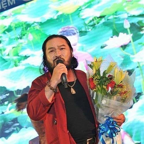 Lê Quang đi hát để kiếm thêm thu nhập.