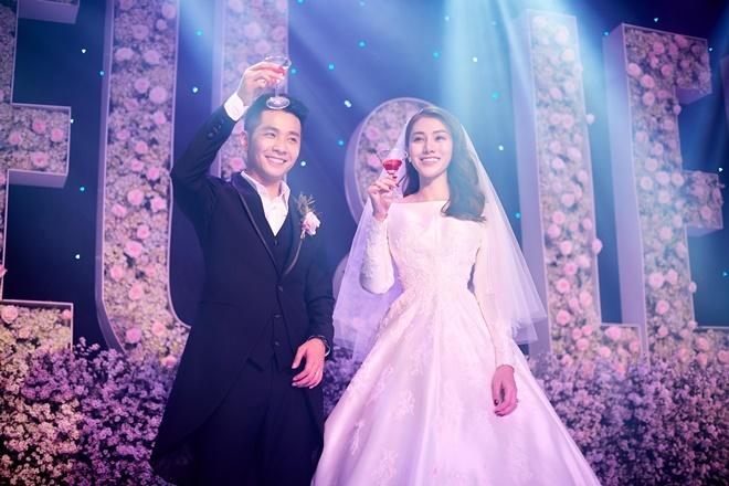 <p> Vợ chồng Lê Hà được khen xứng đôi vừa lứa.</p>