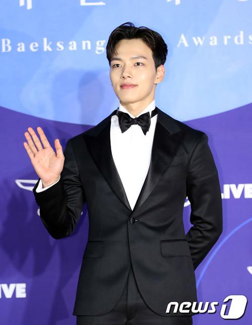 Ngôi sao nhí Yeon Jin Goo đã hoàn toàn trở thành một người đàn ông, nam tính. Nam diễn viên đang hợp tác cùng IU trong bộ phim truyền hình mới.