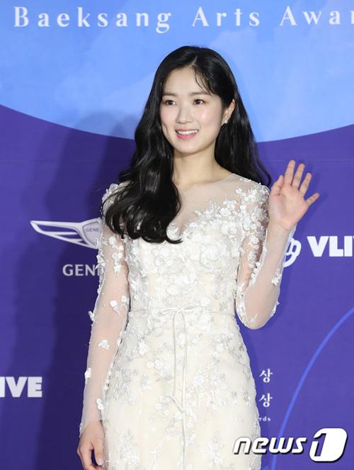 Kim Hye Yoon vụt sáng nhờ bộ phim Sky Castle. Ngôi sao sinh năm 1996 được đề cử cho giảiNữ diễn viên mới xuất sắc nhất, hạng mục phim truyền hình.