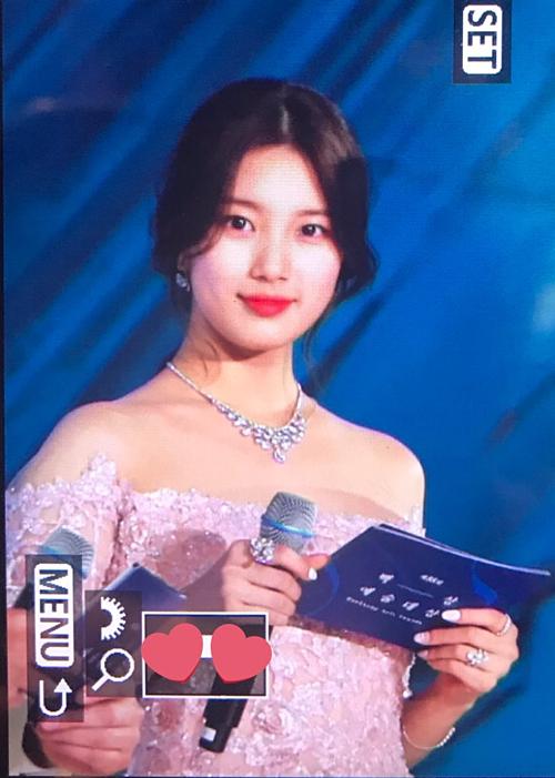 Suzychiếm spotlight bởidiện mạo như công chúa tại Baeksang 2019 - 6